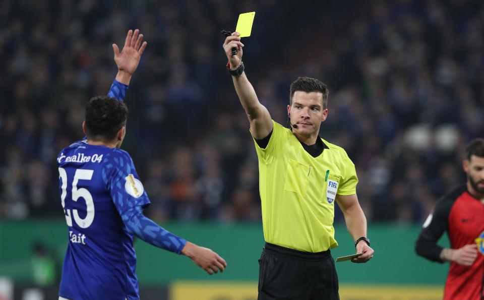 FIFA-Referee Osmers pfeift in Kaiserslautern