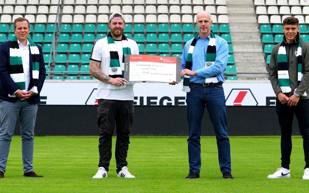 Trikotauktion bringt mehr als 6000 Euro zugunsten der Kinderkrebshilfe – Mannschaft erhöht Spendensumme