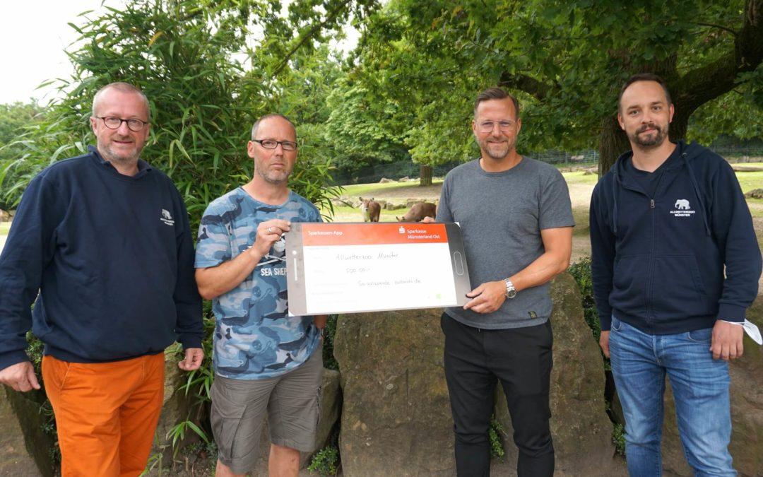 Preußentrainer Sascha Hildmann spendet 500 EUR an den Allwetterzoo